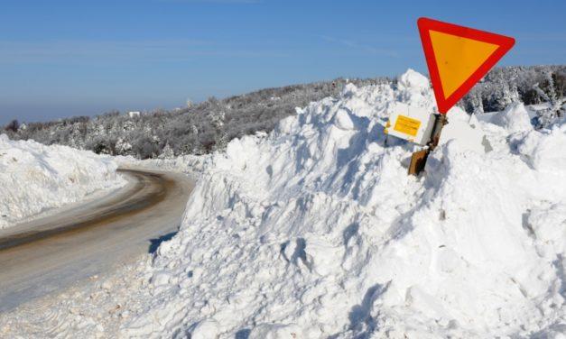 Skandalozno: sneg u decembru
